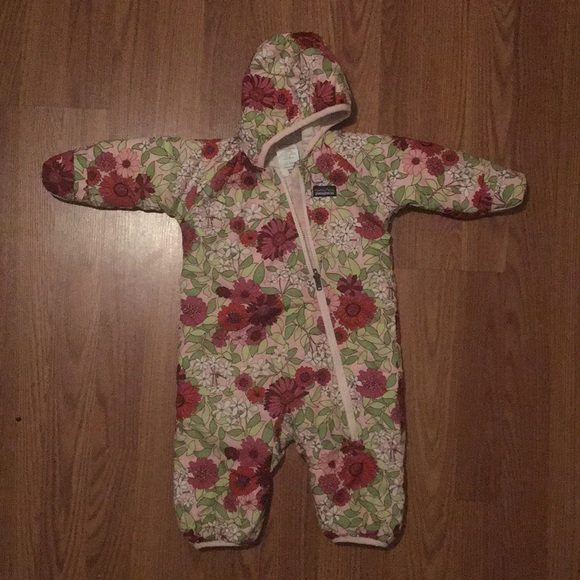 1d59f2f8d Patagonia Infant Reversible Puff-Ball Bunting. M_5bff1e6503087c7e9cbe6748